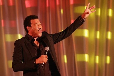 Lionel Richie booked for Glastonbury music festival