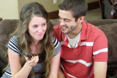 Jill Duggar Dillard and husband Derick Dillard post selfie of their return home after son's birth