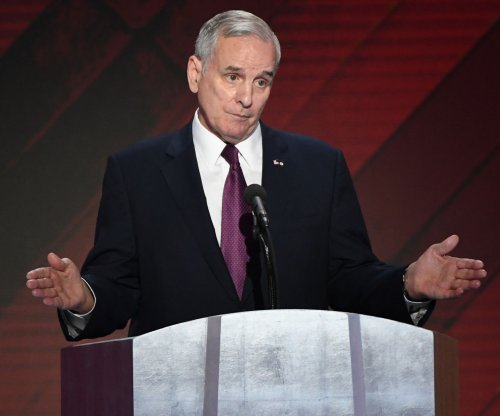Minnesota Gov. Dayton collapses during State of State speech