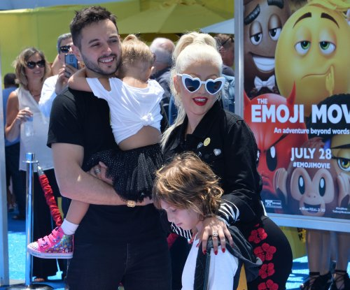 Christina Aguilera wishes her 'loving' fiance a happy birthday