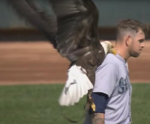 Mariners honor Paxton with bald eagle bobbleheads on Canada Day