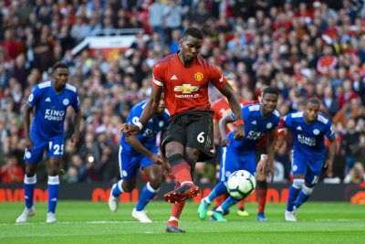 Manchester United beats Leicester City behind Pogba, Shaw