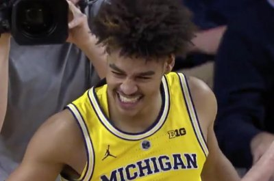 Michigan's Jordan Poole nets devastating dunk on Nebraska