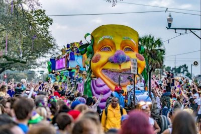 Tandem floats banned after 2nd fatality in New Orleans Mardi Gras