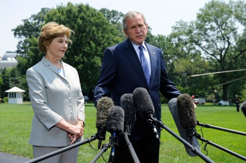 Bush 'saddened' by Snow's death