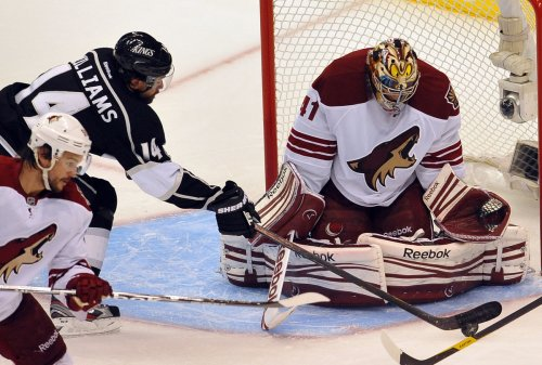 NHL: Phoenix 2, Los Angeles 0