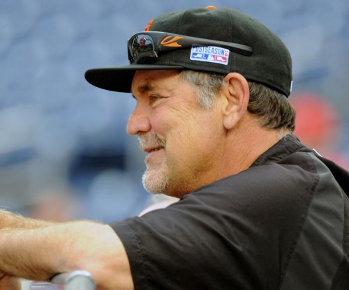 San Francisco Giants leave manager behind after he missed team bus