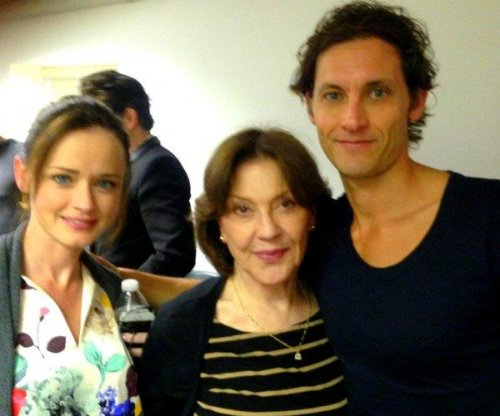 Alexis Bledel, Kelly Bishop reunite on 'Gilmore Girls' revival set