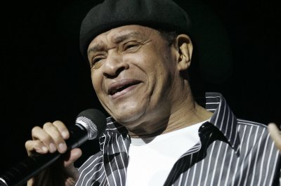Legendary jazz singer Al Jarreau dies at 76