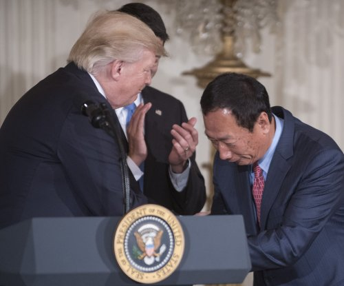 Foxconn to build plant in Wisconsin, invest $10B