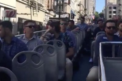 Padres use double-decker bus to get to game vs. Giants