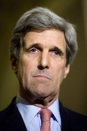 Kerry demands Web site make correction