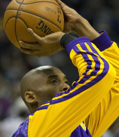 Kobe Bryant leads all-star voting