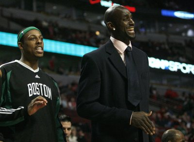 Kevin Garnett has knee surgery
