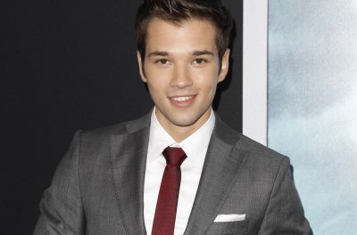 Nathan Kress marries London Elise Moore