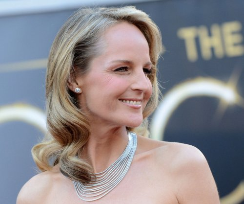 Helen Hunt mistaken for Jodie Foster at Starbucks