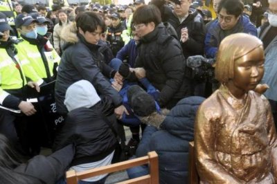 Japanese tourists still visiting South Korea despite 'comfort women' row