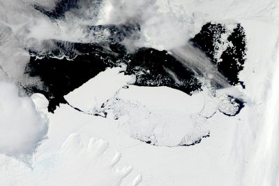 Moderate warming could melt Antarctica's 'sleeping giant' ice sheet