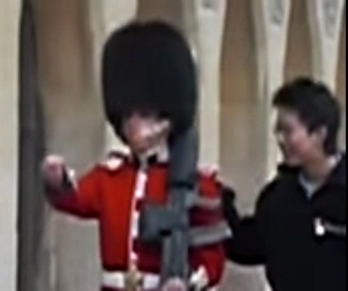 Queen's Guard draws gun on 'stupid jerk' tourist who touched him