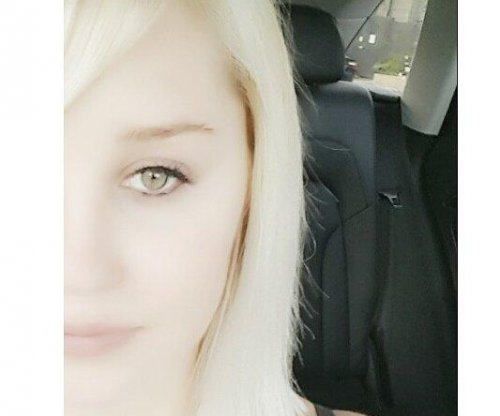 Amanda Bynes debuts new, short haircut