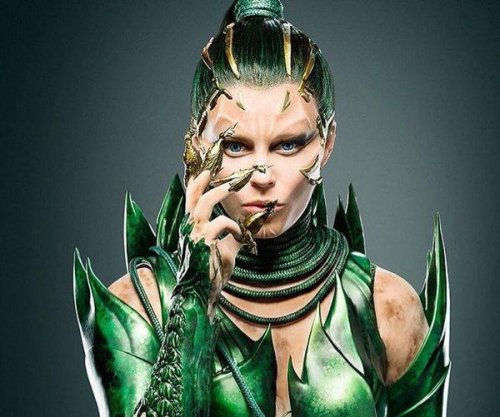 Elizabeth Banks debuts as Rita Repulsa in 'Power Rangers'