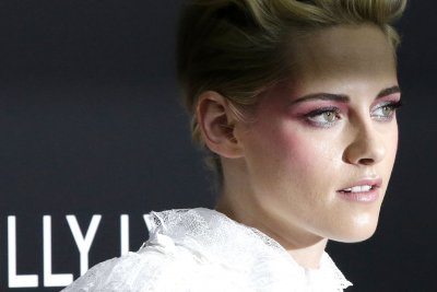 Kristen Stewart: My generation isn't 'fervently involved politically'