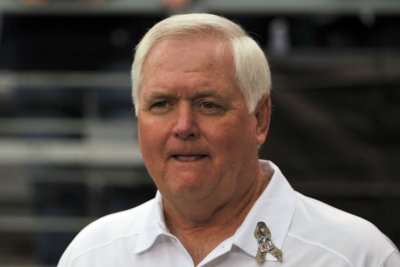 Los Angeles Rams finalize deal, name Wade Phillips d-coordinator