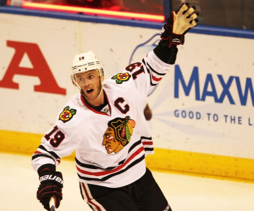 Jonathan Toews' 5-point night leads Chicago Blackhawks over Minnesota Wild