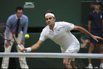 Roger Federer cruises to opening win in Dubai