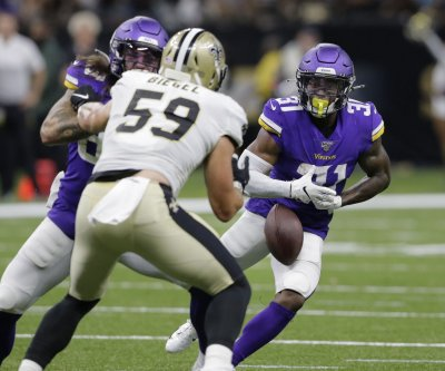 Minnesota Vikings re-sign RB Ameer Abdullah, C Brett Jones