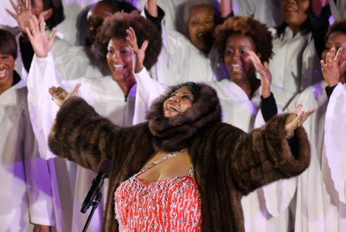 Aretha Franklin surprises crowd at concert