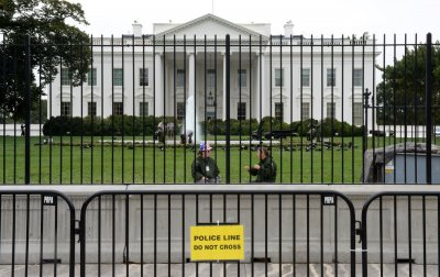 Secret Service puts up extra barrier in front of the White House