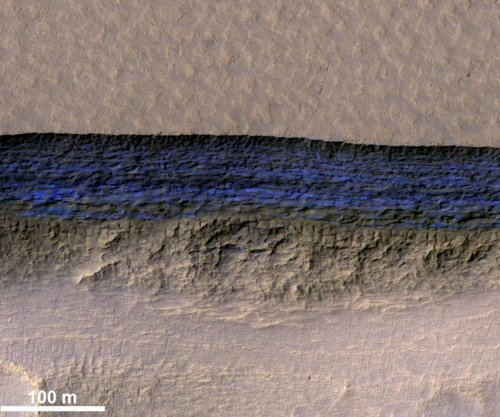 Hi-res images reveal 3D structure of massive Martian ice sheets