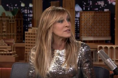 Sarah Jessica Parker debuts bangs on 'The Tonight Show'