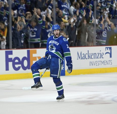 Bieksa signs with Canucks for 5 years
