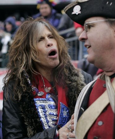 Steven Tyler does' 'Idol' in drag
