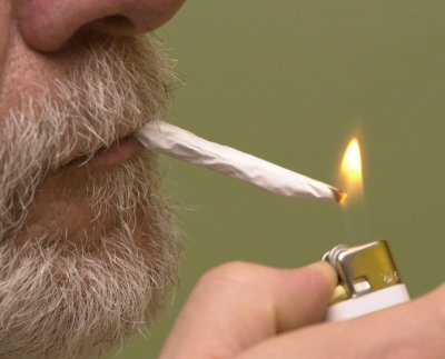 Man calls 911 to ask where he can 'buy some marijuana this morning'