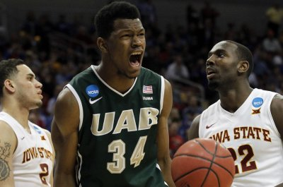UAB topples Iowa State for first upset of tourney