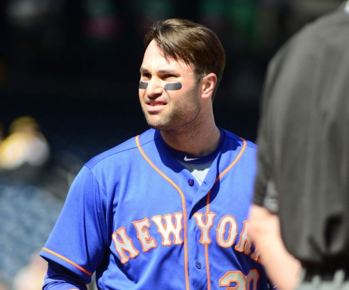 Neil Walker's 3-run homer helps New York Mets top Philadelphia Phillies