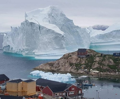 Iceberg nears Greenland village, threatens destructive waves