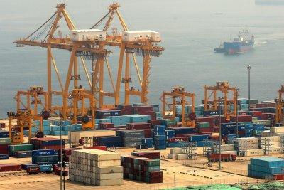 U.S. trade deficit widens for 4th straight month, despite tariffs