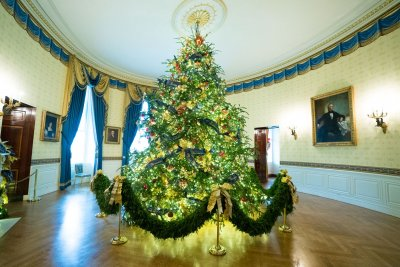 Melania Trump debuts Christmas decor theme -- American Treasures