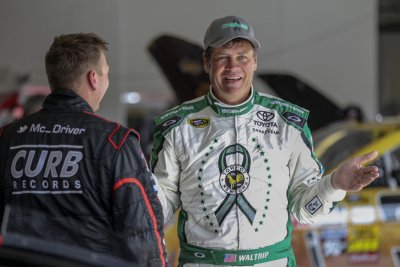 Accident forces Kyle Larson, Michael Waltrip to backup cars for Duels