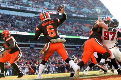 Falcons show no pass rush in loss in Cleveland