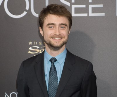 Daniel Radcliffe displays his 'Jurassic Park' Lego set on 'Late Show'