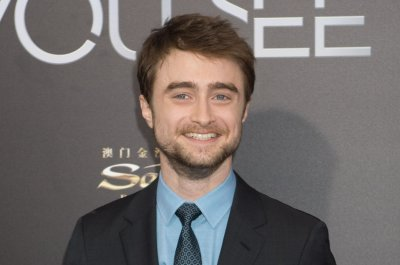 Daniel Radcliffe displays his 'Jurassic Park' Lego set on 'Late Show'