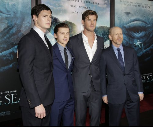 'Sea' star Chris Hemsworth calls movie-studio water tank a 'theme park from hell'