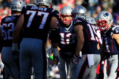 New England Patriots stifle Denver Broncos, wrap up AFC East title
