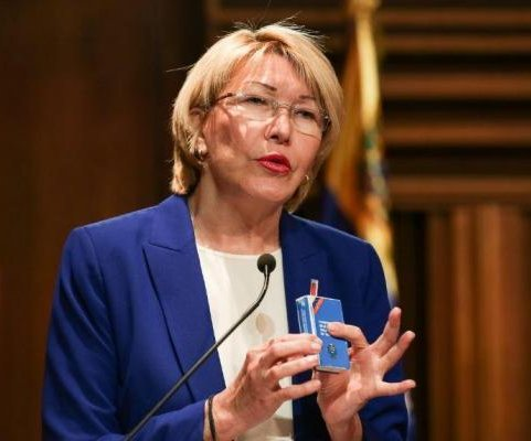 Venezuela's high court bans chief prosecutor from leaving country