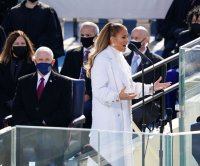 Jennifer Lopez bridges gap between Puerto Rico and Washington